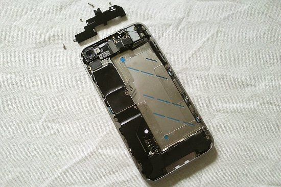 cara-buka-casing-iphone-4-8